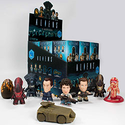 "Aliens TITANS: 18 Piece Blind Box Collection (3"")"